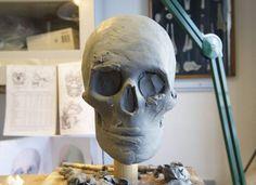 2. Rekonstruktion. 3D-formen i hvid, blød plast har retsmedicinerer Niels Lynnerup og kunstner Bjørn Skaarup foldet til en mere kendelig hovedform. Foto: Hans Grundsøe