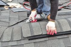 How to Shingle a Roof pics, Pro tips, Recommendations) Mobile Home Porch, Roof Flashing, Ice Dams, Diy Roofing, Architectural Shingles, Roof Installation, Diy Home Repair, Roofing Contractors, Diy Home Improvement