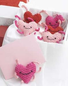 Free Crochet Pattern. Love Bugs are a great gift - alone or wrapped up in a box together. Perfect for Valentines Day! Might need to sign up for free membership.