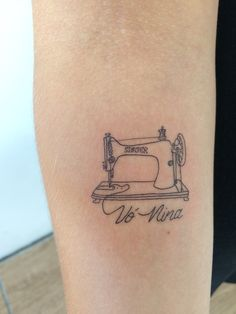 Top Tattoos, Mini Tattoos, Body Art Tattoos, Small Tattoos, Tattoo Sleeve Designs, Sleeve Tattoos, Quilt Tattoo, Grandparents Tattoo, Sewing Machine Tattoo