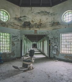 Built on over of land with over beds, the hospital included its own coal power plant, a farm and industrial shops where… Most Haunted, Haunted Places, Abandoned Buildings, Abandoned Places, Haunted Asylums, Industrial Shop, Space Architecture, Carriage House, Design Reference