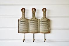 Use our metal hooks, designed to look like vintage kitchen graters, on your wall to hang tea  towels, utensils, pot holders, apron or your favorite mugs!