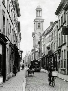 Breda - Ridderstraat - 1932 Pearl City, Old Photographs, Rotterdam, Holland, Places To Visit, Street View, Europe, Memories, Pictures
