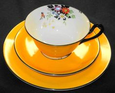 SHELLEY ONE SET MILTON DAISY TEA CUP AND SAUCER TRIO China Cups And Saucers, Teapots And Cups, China Tea Cups, Teacups, Vintage Cups, Vintage Dishes, Vintage Tea, Teller, Mellow Yellow