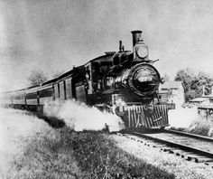 NICKEL PLATE RAILROAD LOCOMOTIVE (#173) COMING INTO FORT WAYNE AROUND THE TURN OF THE 20TH CENTURY. :: Historic Photos