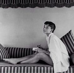 Vanity Fair - Happy Birthday, Audrey Hepburn: Our Favorite Shots of the Hollywood Legend Aubrey Hepburn, Audrey Hepburn Photos, Audrey Hepburn Style, Audrey Hepburn Feet, Audrey Hepburn Birthday, The Black Swan, Golden Age Of Hollywood, Vintage Hollywood, Classic Hollywood