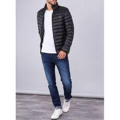 Cary Urban te trae una moda urbana ideal para el día a día . Chaqueta de estilo y urbana en color negro para un hombre actual y casual . Moda y comodidad no están reñidas