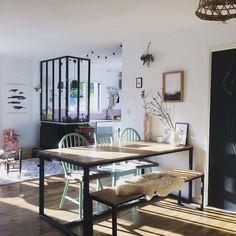 @Regramfrom @jolies.mirettes -  Cette lumière des fins d'après-midi d'automne ✨ -#athome#homesweethome#madecoamoi#decoration#interior#interiordesign#interior4all#interiordecor#homedecor#industrial#verriere#scandindinave#scandinavian#boheme#blackandwhite#myredoute#desenio#vintage#emmaus#chaisepoupee#maisonsdumonde#cocooning#naturel#hygge#kinfolk