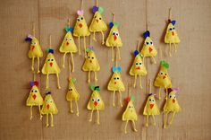Tiput Easter Crafts To Make, Crafts For Kids, Arts And Crafts, Diy Ostern, Chickens And Roosters, Easter Art, Handmade Candles, Mothers Day Cards, Art Lesson Plans