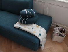 Sirani cushion and felt blanket Kambal by www.importantstuff.nl