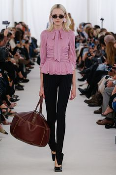 http://www.vogue.com/fashion-shows/spring-2017-ready-to-wear/balenciaga/slideshow/collection