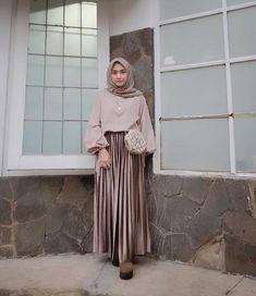 Apr 2020 - Hijab styles 545428204870676573 - Carbohydrate Free Day is NOT sunday ! • • Malem mingguan sama suami nginep di , biar suasana beda aja gitu haha… Source by hasnau Modern Hijab Fashion, Hijab Fashion Inspiration, Casual Hijab Outfit, Ootd Hijab, Hijab Style Dress, Outfit Look, Muslim Girls, Jumpsuit, Skirt