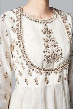 The white chanderi suit, is embroidered with floral motifs that remind you of lush beautiful gardens of summer. Embroidery Suits Design, Embroidery Dress, Embroidery Neck Designs, Embroidery Fashion, Hand Embroidery, Dress Neck Designs, Blouse Designs, Neck Designs For Suits, Indian Dresses