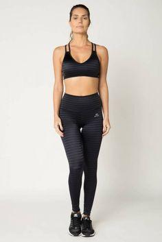 81693151e Conjunto fitness esportivo feminino composto por top com bojo fixo e alças  e cintura com elástico