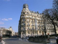 Creative Tonic loves. MY STREET! Where I lived in 1987 with Delphine Berthelot-Eiffel! Yes, EIFFEL!