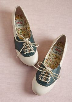 Study Buddies Oxford Flat in Forest - Lace up these Oxford-inspired flats by Bettie Page for your date with the library! Constructed partially from faux leather and flaunting delicate perforations atop a green-and-cream color scheme, these ModCloth-exclusive kicks are the cutest possible pair to help you with an afternoon of research.