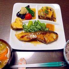 和食って…茶色くなっちゃう…。 - 38件のもぐもぐ - わらさの照り焼き、あんかけ豆腐、茄子とピーマンの揚げ浸し、豚汁、雑穀ご飯 by yumieyokoy66x