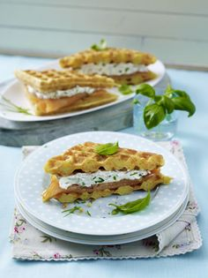 Stuffed carrot waffles with smoked salmon and cream cheese - Rezepte - Great Recipes, Favorite Recipes, Healthy Recipes, Breakfast Dessert, Breakfast Recipes, Savory Waffles, Waffle Recipes, Sandwiches, Bento