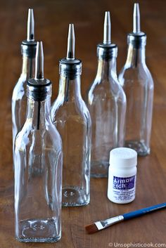 Make your own etched dish soap bottle from a simple olive oil dispenser with a stencil and glass etching cream. Wine Bottle Crafts, Jar Crafts, Bottle Art, Etched Gifts, Olive Oil Dispenser, Dish Soap Dispenser, Diy Food Gifts, Last Minute Christmas Gifts, Olive Oil Bottles