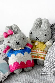 Ohje pupuihin täältä: http://www.ravelry.com/patterns/library/bunny-in-a-blue-dress