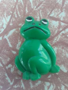 Frog fridge magnet. Froggy cute animal kitchen decor. vintage home decor. Adorable magnetic amphibian.. $3.00, via Etsy.