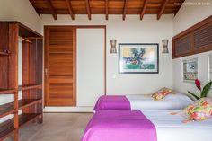 30-decoracao-casa-de-praia-de-madeira-quarto-cama-solteiro
