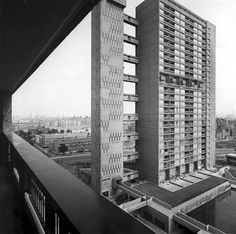 BALFRON TOWER | BROWNFIELD ESTATE | POPLAR | LONDON BOROUGH OF TOWER HAMLETS | LONDON | ENGLAND: *Architect: Erno Goldfinger; Style: Brutalist; Completed: 1967; 26 Storeys; 84m tall; Grade II listed*