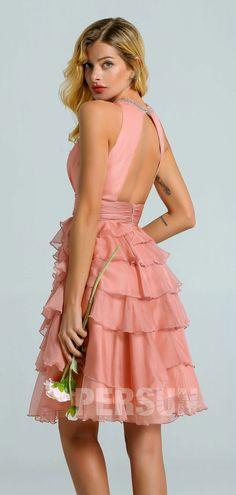 Robe demoiselle d'honneur courte rose saumon col embelli de strass dos découpé jupe fantaisie à volant