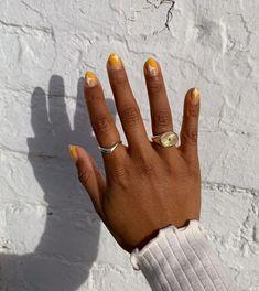 43 Fall Nail Art Ideas 2020: Trendy Designs to Try This Autumn | Glamour Brown Nail Polish, Fall Nail Polish, Nail Polish Colors, Brown Nail Art, Crazy Nail Art, Cool Nail Art, Trendy Nail Art, Stylish Nails, Classy Nails