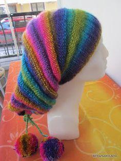 Merhabalar! Örgüye verdiğim uzunca bir aradan sonra, yine bir bere tarifiyle karşınızdayım. Geçen yıl kızıma ördüğüm elbiseden ipim artmışt... Freeform Crochet, Crochet Accessories, Knitted Hats, Wool, Quilts, Hoodies, Knitting, Sewing, Beanies