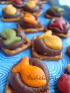 For baby's birthday Sesame Street theme - use orange goldfish crackers to make Dorothy treats!
