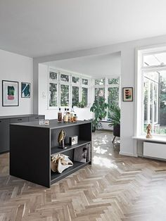Discover recipes, home ideas, style inspiration and other ideas to try. Grey Kitchens, Cool Kitchens, Pantry Design, Kitchen Design, Kitchen Dinning, Scandinavian Interior Design, Kitchen Colors, Country Kitchen, Kitchen Interior