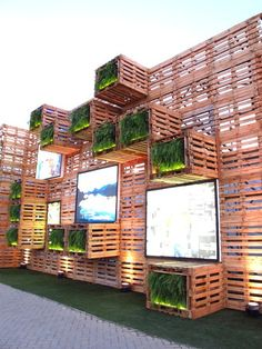 Pavilion Covered with recycled wood pallets and several LED screen at Rio 20 Exhibition, Rio De Janerio, Brazil. Photo by Paula Alvarado. Exhibition Stand Design, Exhibition Display, Green Architecture, Sustainable Architecture, Sustainable Design, Sustainable Development, Nachhaltiges Design, Booth Design, Banner Design