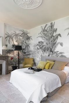 The most beautiful tropical wallpapers Tropical wallpaper: a black and white pattern for a discreet exotic decor. Decor, Wallpaper Bedroom, Interior, Home Decor Bedroom, Home, Living Room Decor, Bedroom Inspirations, Home Deco, Bedroom Wall