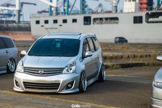 Static Nissan Grand Livina