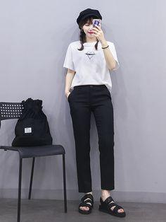 Korean Fashion – How to Dress up Korean Style – Designer Fashion Tips Korean Girl Fashion, Korean Fashion Trends, Ulzzang Fashion, Korean Street Fashion, Korea Fashion, Kpop Fashion, Asian Fashion, Ulzzang Girl, Kpop Outfits