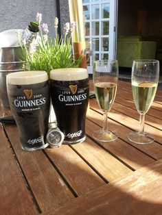 It's official! Guinness'O'Clock is between 5.59 pm and 8.09 pm. It says so on the glass!