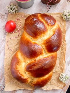 This whimsical Easter bread recipe is traditionally made for Italian and Greek Easter celebrations, though many Eastern European countries also claim it as their own. Dye the eggs for a more festive look. Greek Sweet Bread Recipe, Greek Easter Bread, Greek Bread, Easter Bread Recipe, Easter Recipes, Holiday Recipes, Recipes Dinner, Greek Sweets, Greek Desserts