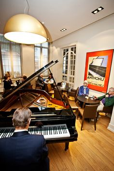 Jazz #bar at #Hotel Navarra #Bruges -    Open daily from 03:30 PM till midnight. Live piano bar - every Wednesday and Friday - from 18:00 till 20:00 PM. Garden terrace available as well.  http://www.hotelnavarra.com/en/info/254/Bar.html