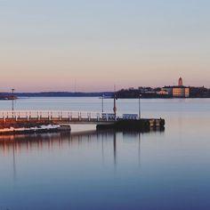 . . . #kaivopuisto #kaivopuistonranta #pier #suomenlinna #myhelsinki #visitfinland #visithelsinki #ig_finland #explorefinland #sunset #sunsetporn #pastels #longexposure #yleluonto #uusiluontokuva #ourhelsinki #ourfinland #ig_helsinki #helsinkiofficial #finland_photolovers #igscandinavia #nordicphotos #balticsea #ig_naturepics