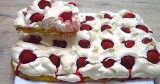 """Tento dezert si vysloužil velice poetický název """"Jahodový obláček"""" zprostého důvodu. Je velice lehoučký a přímo se rozplývá na jazyku. Co se týká použitých surovin, je extrémně chutnou kombinací klasického koláčového těsta asněhové pusinky. Třešničkou na dortu jsou především čerstvé jahody, které dodají zákusku i svěží letní nádech. Oslňte svou rodinu, nebo přátele a upečte si tuhle dobrotu. Pavlova, Crockpot Recipes, Bacon, Cheesecake, Food And Drink, Pie, Yummy Food, Sweets, Cooking"""