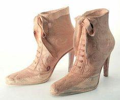 Schoenen van hout  ~ Wood sculpture