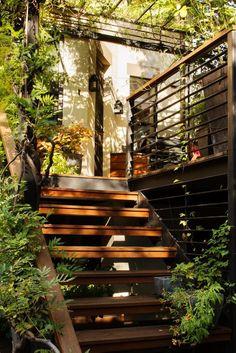 Kim Hoyt Park Slope Garden with Stairs_Gardenista