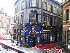 Vacker blomesterfylld pub by Flygstolen, via Flickr #England #Storbritannien #Great #Britain #City #Stad #Huvudstad #Travel #Resa #Resmål #Europe #Europa  #pub