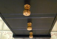 I love doing wine cork projects! Wine corks are great for refurbishing anything, and they great little touches around the house! Trying making one of these 25 diy wine cork projects for yourself! Wine Craft, Wine Cork Crafts, Dollar Store Crafts, Dollar Stores, Diy Recycling, Wine Cork Projects, Diy Projects, Wine Cork Art, Champagne Corks