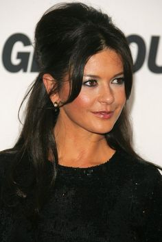 Catherine Zeta-Jones Photos Photos - Actress Catherine Zeta-Jones attends the '17th Annual Glamour Women Of The Year Awards' hosted by Glamour Magazine at Carnegie Hall October 30, 2006 in New York City. - Glamour Magazine Hosts The 17th Annual Glamour Women Of The Year  Awards