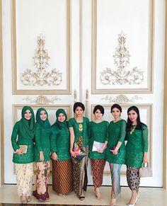 "2,434 Likes, 60 Comments - Kebaya Inspiration INDONESIA (@kebaya_inspiration) on Instagram: ""Going green with different colors of #kain.  Regram from @vickyamalias  #kebayainspiration #kebaya…"""