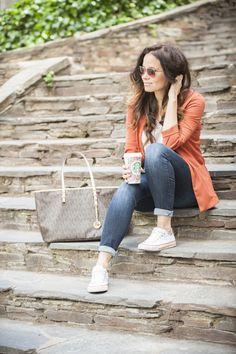 Blazer, look casual, look del día, jeans, zapatillas, converse, starbucks, blog de moda, blogger, ourfit, post, style, fashion, michael kors