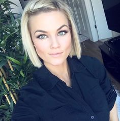 Short choppy blonde bob IG: @krissafowles