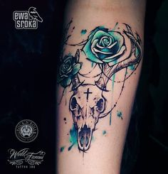 I don't necessarily like skull tattoos, but I really like the coloring of the flowers with this tattoo. Cow Skull Tattoos, Cowgirl Tattoos, Western Tattoos, Head Tattoos, Foot Tattoos, Body Art Tattoos, Sleeve Tattoos, Tatoos, Deer Antler Tattoos